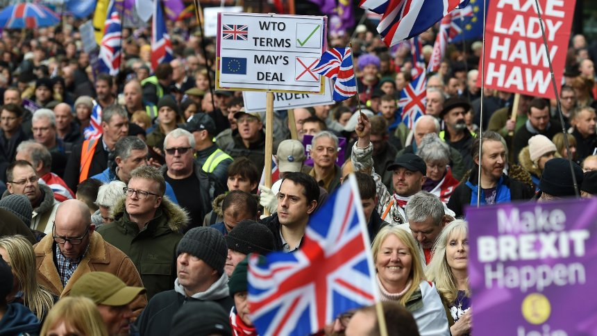 Robinson leads 5000 on Ukip London march